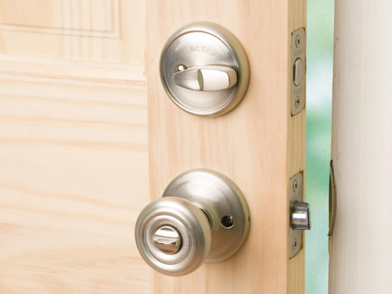 Exceptionnel Locks Installed On Door